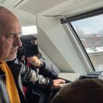 Борисов се вози на една от новите мотриси.