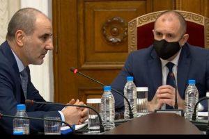 """Консултациите между президента и """"Републиканци за България""""."""