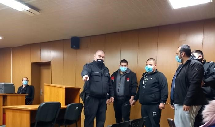 Тримата задържани за наркосделката в Болярино.
