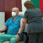 """Ген. Мутафчийски получи втора доза от ваксината на """"Пфайзер"""""""