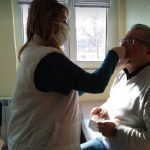 Директорът на Английската гимназия Николай Радев първи си направи тест, снимки :ПловдивПрес