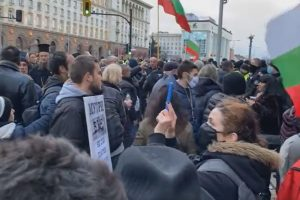 Днес отново има голям протест пред МС.