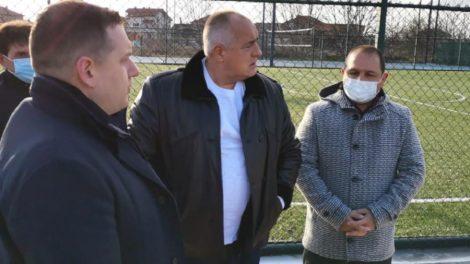 Борисов в Раковски в компанията на кмета Гуджеров и депутата Шишков.