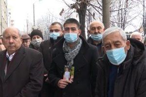Дядото на убитото дете Тома Томов (вляво) има много въпроси по случая.