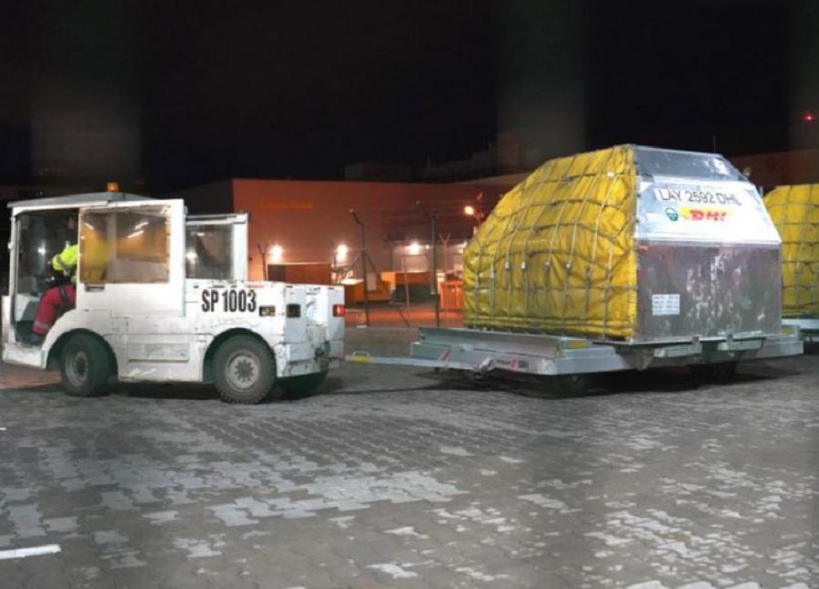 Ваксините пристигат на летище София