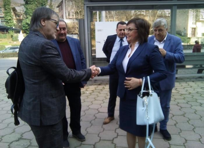 Футболните легенди Георги Георгиев-Гецата и Любо Палазов посрещнаха Корнелия Нинова