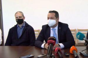 Зам.-кметът по транспорт Тодор Чонов (вдясно)