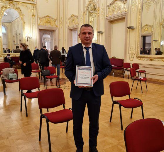 Иван Стоянов с отличието.