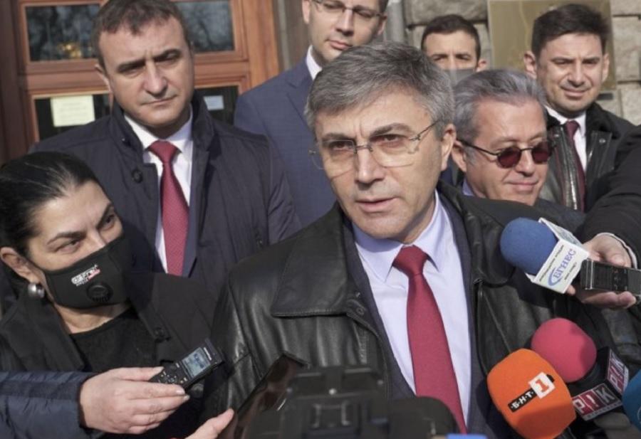 Мустафа Карадайъ и щабът на ДПС подадоха документи в ЦИК Кадър: БНТ