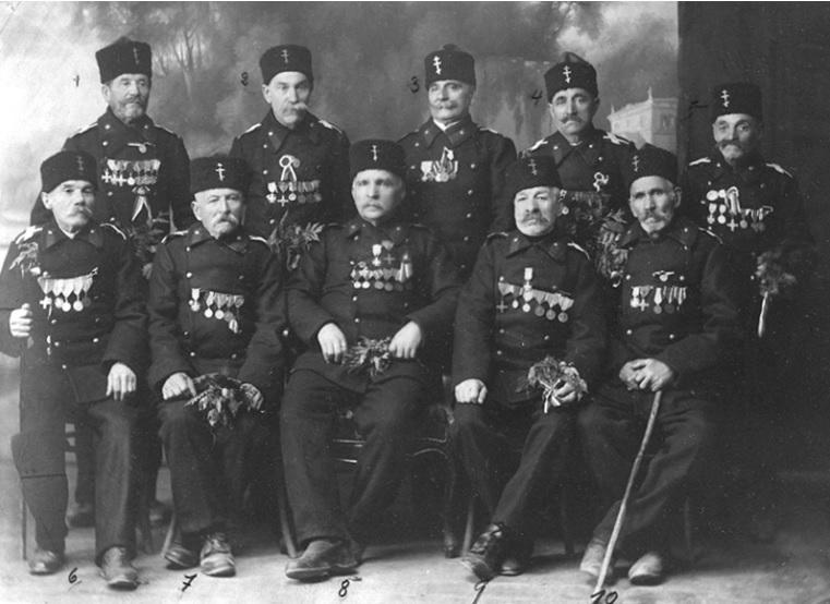 Опълченци, участници в боевете на Шипка, заснети в Пловдив през 1924 г.