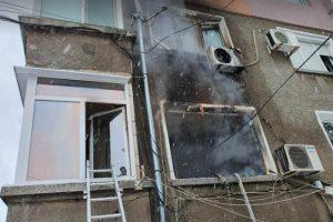 Огънят е тръгнал от жилище на първия етаж