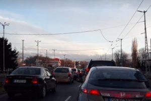 Колите пъплят едва-едва Снимки: ПловдивПрес
