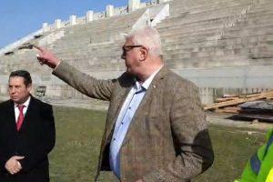 Кметът остана доволен от темпа на строителството на Колежа.
