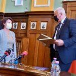 метът Здравко Димитров връчи благодарствен плакетна представителката на собствениците на HM.