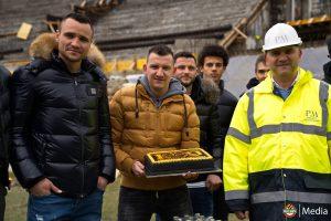 Тошко Неделев донесе тортата