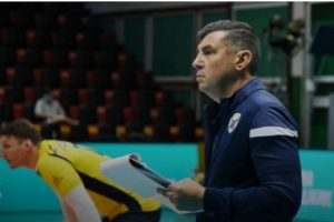 Треньорът на Хебър Иванов припадна
