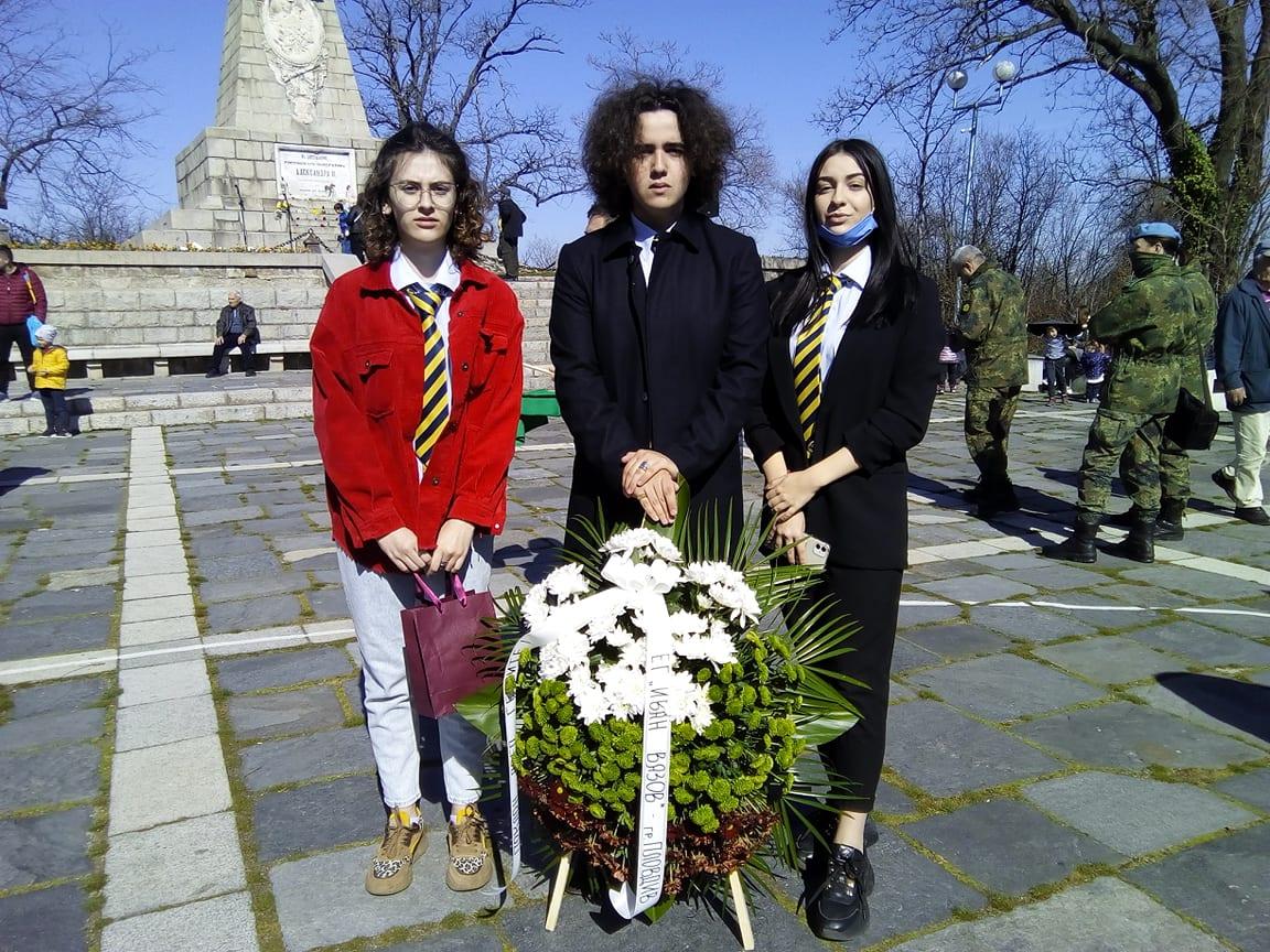 Ученици от Руската гимназия ще поднесат венец на паметник.