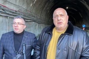 """Борисов инспектира тунел """"Железница""""."""