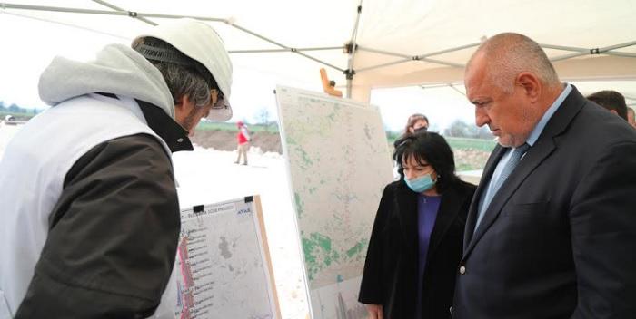 Бойко Борисов направи оглед на строителството на интерконектора Гърция-България в района на Димитровград.