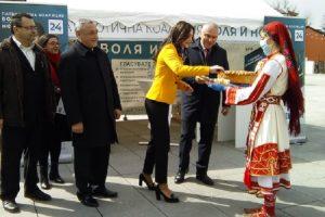 Посрещнаха с пита водача на листата в Пловдив Елена Пешева и лидерите на ВОЛЯ Веселин Марешки и НФСБ Валери Симеонов
