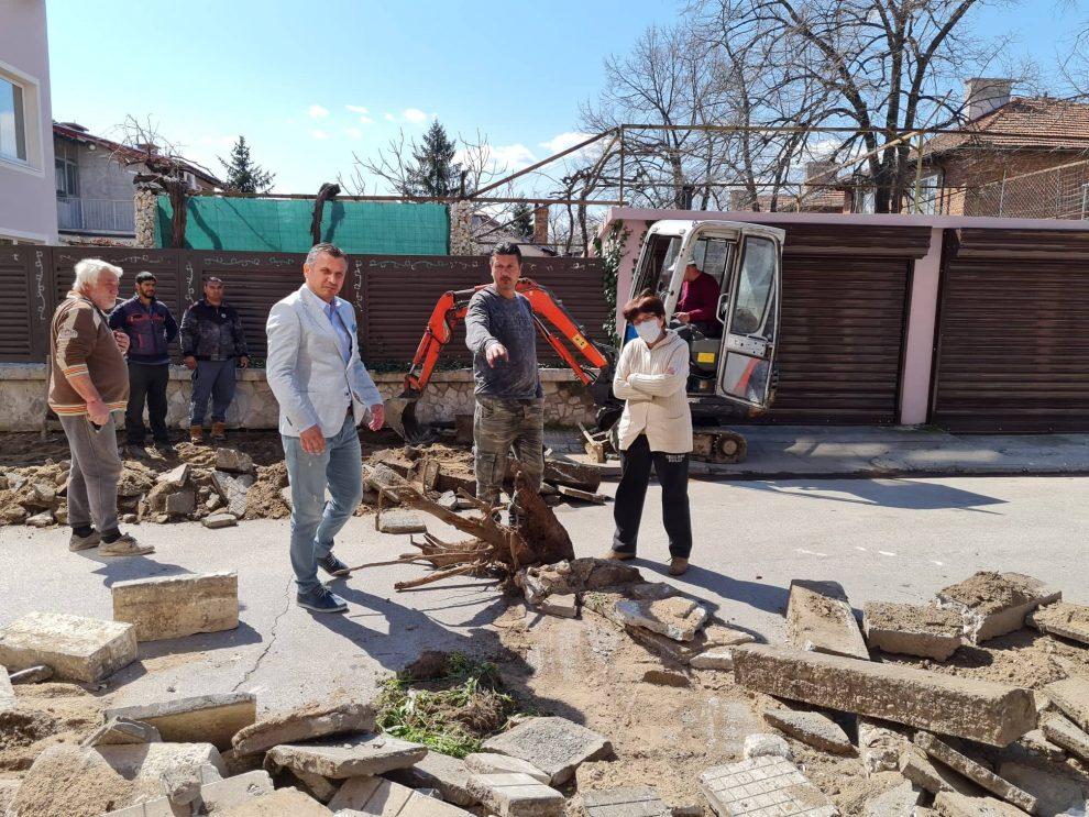 Иван Стоянов проверки как вървят ремонтните дейности.