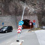 Стълбът застрашително се е наклонил в посока на движението, снимки ПловдивПрес