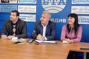 Водачът на листата на КОД в Пловдив Пепа Деведжиева с лидера на партията д-р Петър Москов и заместника му Боян Стефанов.