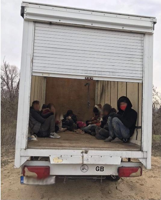Заловените край Генералово мигранти. Снимка ПРБ