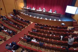 Съветниците дебатират по продажбите на имоти.