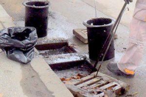 Почистват дъждарките в Пловдив