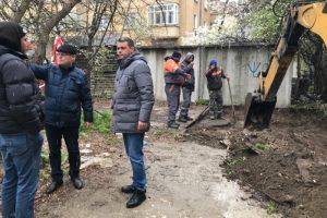 Кметът Георги Стаменов и заместникът му Тошо Пашов присъстваха на старта на строителните дейности