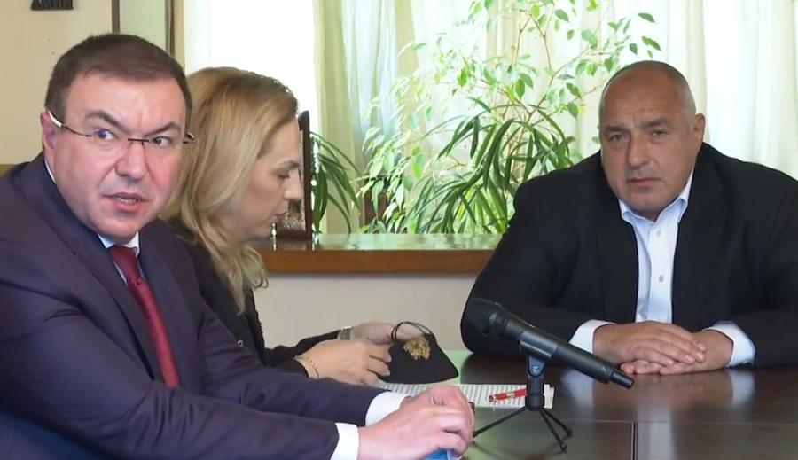 Борисов пак събра министрите в дома си в Банкя.
