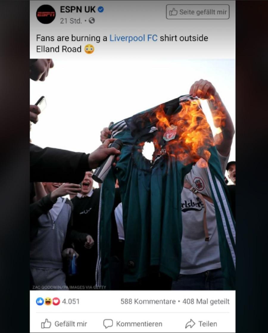 Фенове на Ливърпул горят екипи на любимия отбор.