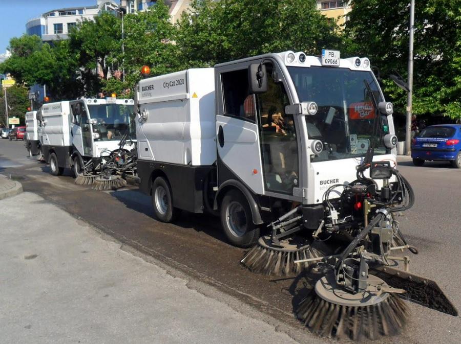 """Машините на """"Чистота"""" ще сноват из града и по празниците."""