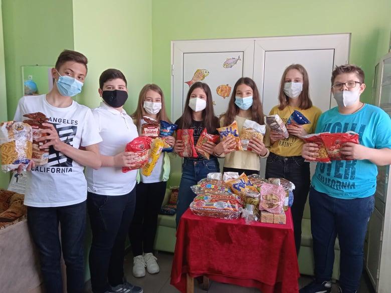 """Деца от ОУ """"Кочо Честеменски"""" се включиха в благотворителната инициатива."""