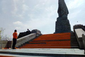 Оранжевите стълби към Альоша