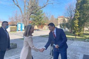 Дани Каназирева при посещението си във ВМЗ.