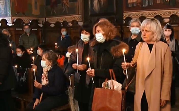 Роднини, приятели и колеги на Милен Цветков се събраха на панихида, за да почетат паметта му.