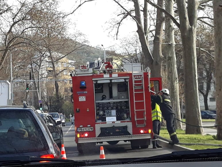 Пожарната задръсти движението.
