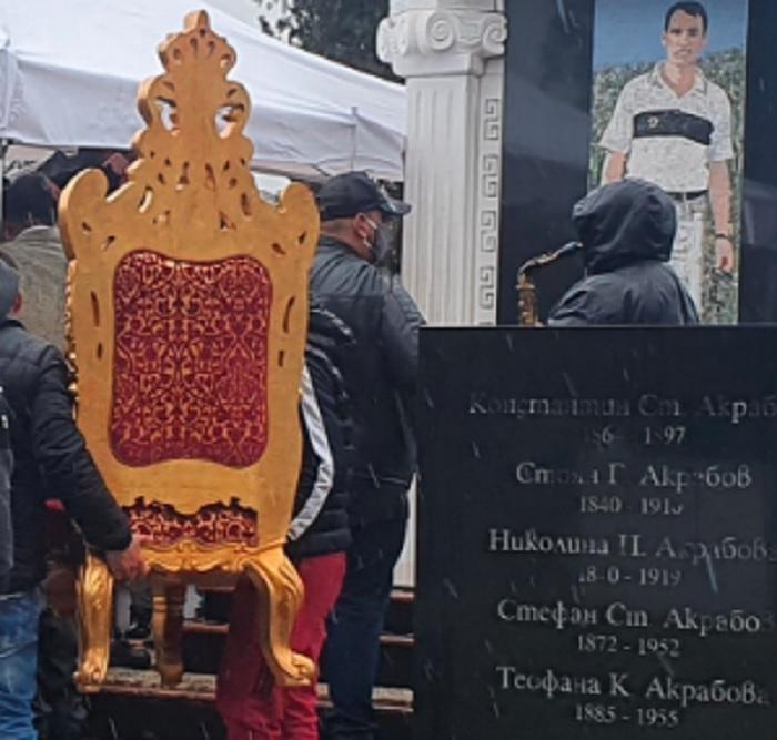 На златния трон приживе Цар Киро посрещаше гостите си