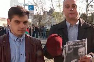 Юлиан Ангелов с феса. Кадър: bTV