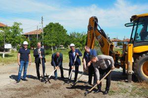 Първата копка на новия парк в с. Труд