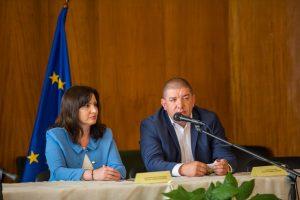 Кметовете на Кричим и Перущица обясниха ползата от компостиращата инсталация.