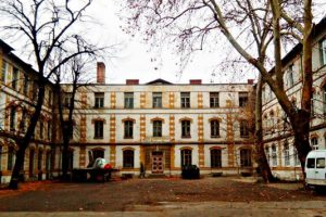Сградата е паметник на културата и е известна в миналото като Френския девически колеж