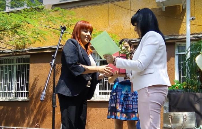 Началникът на РУО-Пловдив Иванка Киркова връчи награди на директори и преподаватели