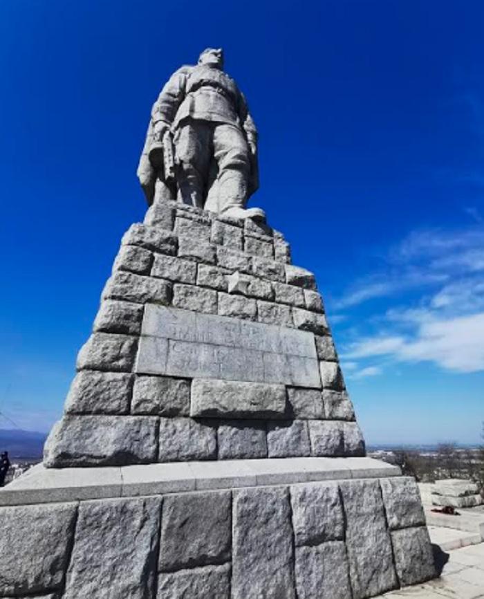 """В 13.30 часа започва тържествено честване с поклонение на паметника """"Альоша""""."""