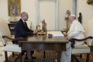 Румен Радев на аудиенция при папата.