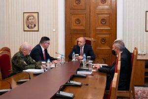 Румен Радев проведе среща с министъра на отбраната Георги Панайотов и генерал-лейтенант Любчо Тодоров