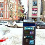 Цената за един час престой е 2 лв. и може да се заплати чрез закупуване на талони, изпращане на SMS на номер 1332 или паркинг автоматите.