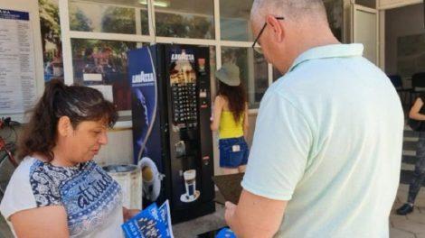 На място с таблет активистите на ГЕРБ обясняваха как се гласува машинно.